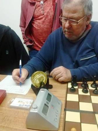 Ajedrez - Etchepareborda ganó un torneo rápido en el club local.
