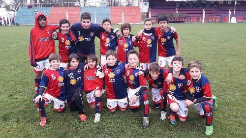 LRF - Inferiores - Triunfo de Peñarol en 8va para seguir puntero y victoria de Club Sarmiento en 5ta.