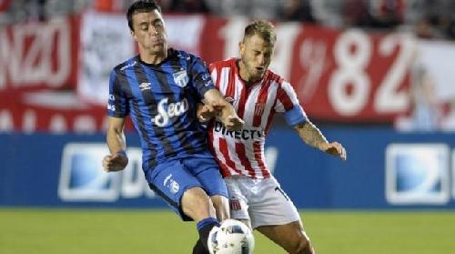 AFA 1ra División - Estudiantes de La Plata venció a Atlético Tucumán sobre la hora por tres a dos. Buena actuación del pigüense González.