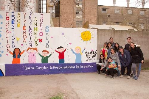 Pigüé: Estudiantes de sexto año pintaron murales por los derechos del niño
