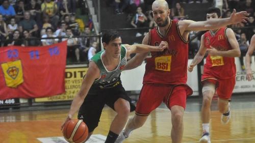 Basquet Bahiense - Villa Mitre derrotó a Bahiense del Norte y hay 5°juego - 4 puntos de Silva.