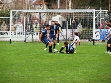 Fútbol de Verano - Blanco y Negro vs El Progreso juegan la final suarense.
