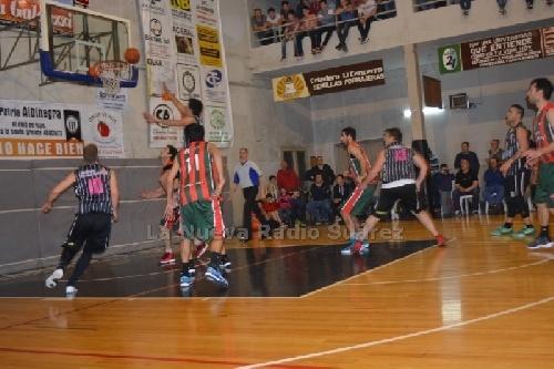 Basquet Tresarroyense - Deportivo Sarmiento con Damian Palma cayó ante Blanco y Negro y quedó fuera del certámen.