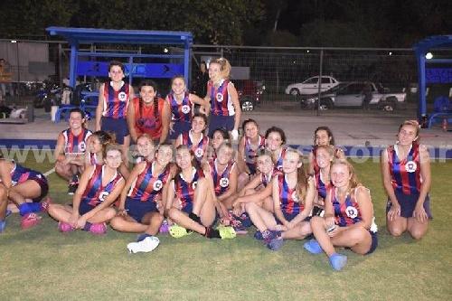 Hockey Femenino - Victorias de Peñarol y del Cef 83 en el comienzo del Clausura en 1ra división.
