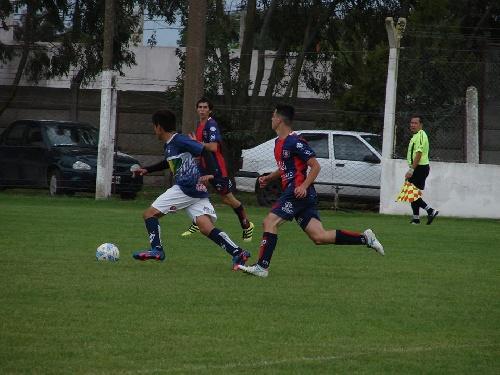 LRF - Peñarol batió al Depor y sigue en lo alto del Grupo B - Sarmiento cayó como local y Unión venció en Carhué.