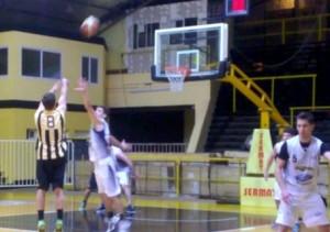 Basquet Bahiense - Estudiantes cayó ante Olimpo con 8 puntos de Martín Cleppe.