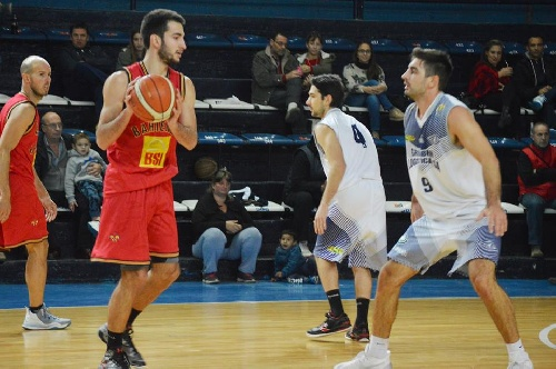 Basquet Bahiense - Olimpo y Bahiense del Norte ganaron anoche y juegan la final - 24 puntos de Silva.