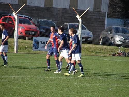 LRF - Reserva - En el 19 de Marzo, Peñarol goleó a Deportivo Argentino y mantiene sus chances clasificatorias.