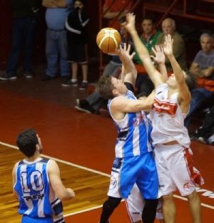 Basquet Provincial - Erbel Di Pietro con 30 puntos goleador de Rácing de Chivilcoy para el triunfo sobre Central de Zárate.
