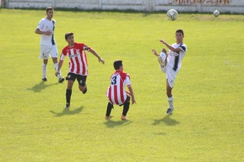 LRF - RESERVA - Sarmiento goleó a San Martín de Carhué y es líder en su zona.