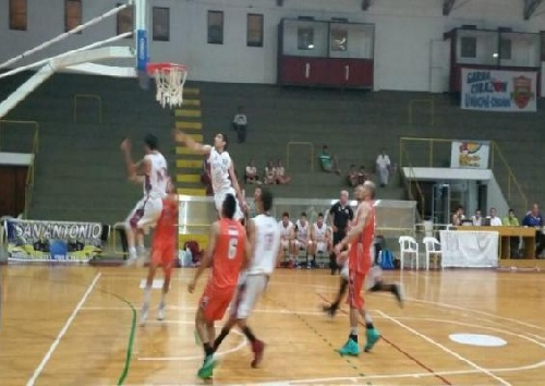Basquet Federal - Triunfo de Unión de Orán con 12 puntos de Byscaychipi.