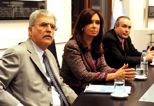 Procesan a Cristina por asociación ilícita y le traban embargo millonario