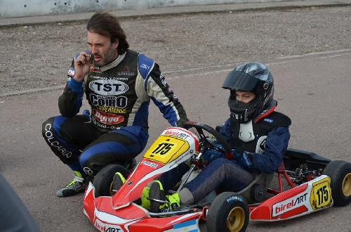 Sergio Alaux y su hijo Valentino se hicieron presentes en la prueba de Karts.