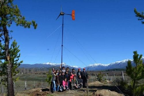 Una escuela de Chubut fabrica generadores eólicos para familias carenciadas