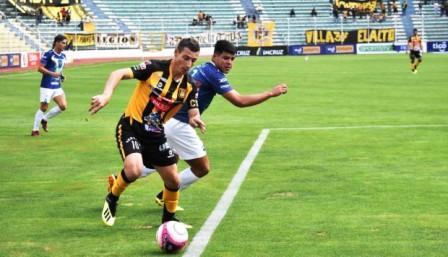 Futbol Boliviano - Sport Boys con Martín Prost sufrió la altura de La Paz.