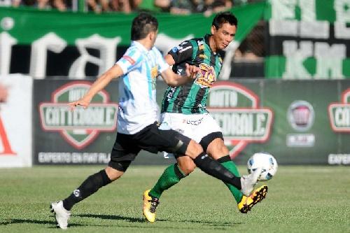 Nacional B - Nueva Chicago vapuleó a Juventud Unida goleandolo 5 a 1. Martín Prost ingresó en el 2° tiempo.