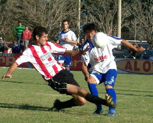 LRF - San Martín de Carhué le quitó el invicto a Rácing y Peñarol de Guaminí derrotó a Boca en los únicos cotejos disputados.