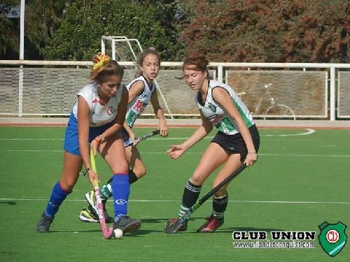 Hockey Femenino - Victoria del Cef 83 en primera y en Sub 14 ante Independiente de Puán.