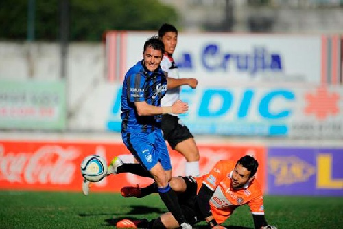 Nacional B - Con un gol de Leandro González, Atlético golea y se aleja en la punta.