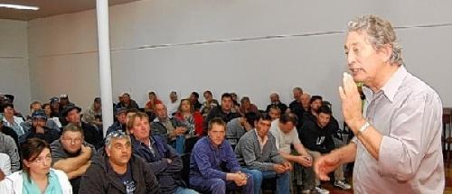 Pigüé: El sindicato de empleados municipales anunció que paran -  Hoy,ya no recolectan residuos – Acto convocado por la Mesa Intersindical