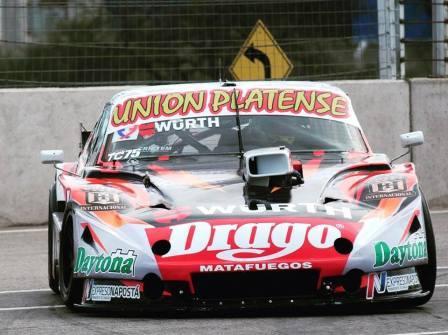 Turismo Carretera - El equipo de Sergio Alaux prepara su auto para comenzar en Viedma.