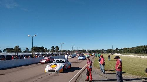 Las categorías zonales corren en el Autódromo Ciudad de Pigüé el fin de semana.