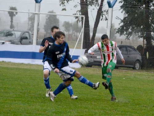 LRF - Deportivo Sarmiento goleó 4 a 0 a Puán FootBall Club en el adelantado.