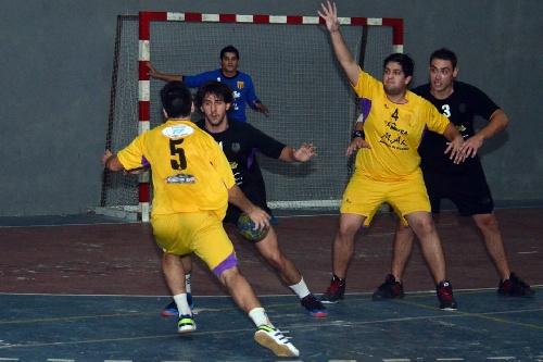 Handball Nacional - Gonzalo Couly, presente con Tiro Federal de Bahía Blanca en el Nacional de Clubes.