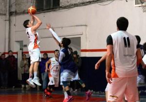 Basquet Bahiense - Derrota de Estudiantes ante San Lorenzo para poner en uno la serie - Dos puntos y cinco rebotes para Cleppe.