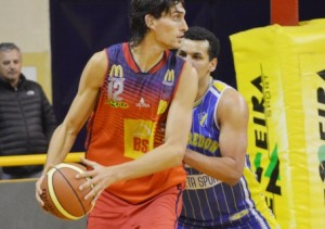 Basquet Bahiense - Bahiense del Norte superó a Pueyrredón con 11 puntos de Esteban Silva.