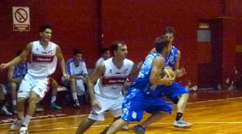 Basquet Provincial - Excelente triunfo de Rácing de Chivilcoy - 21 puntos de Di Pietro.