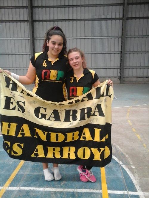 Handball Femenino - Victoria de las chicas de Arroyo Corto y primer puesto logrado en la zona.