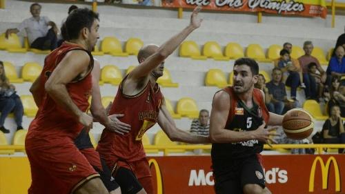 Basquet Bahiense - 13 tantos para Esteban Silva en la victoria de Bahiense sobre Alem.