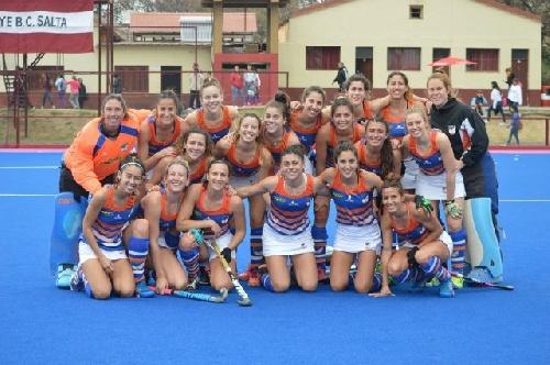 Con dos goles de Ivana Masars, Bahía Blanca derrotó a Litoral y ascendió a la máxima categoría del hockey femenino.