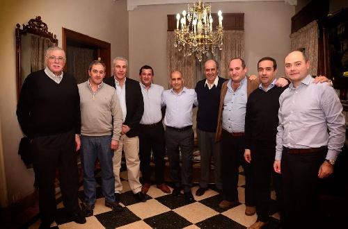 El senador Horacio Lopez, legisladores e intendentes con el vice gobernador bonaerense