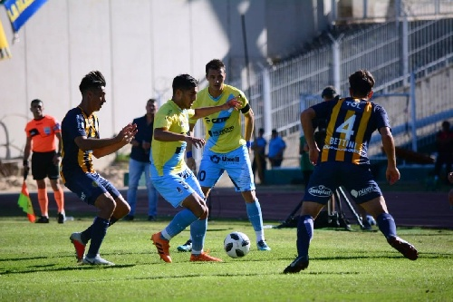 Copa Argentina - Leo González jugó con Témperley la semifinal ante Rosario.