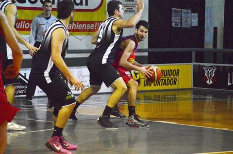 Basquet Bahiense - Bahiense cayó ante Liniers. Esteban Silva goleador del partido con 19 puntos.