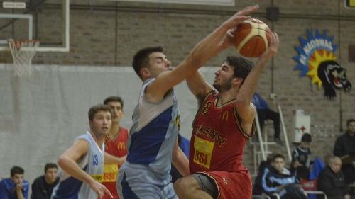 Basquet Bahiense - Liniers sorprende a Bahiense y lo derrota en el Manu Ginobili - 7 puntos de Silva.