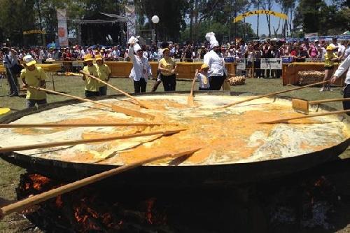 Omelette Gigante Gratuita  para el 132 aniversario de la ciudad de Pigüé