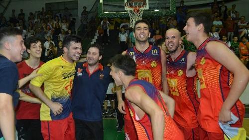 Basquet Bahiense - Bahiense del Norte con Esteban Silva se proclamó campeón 2016 - 12 puntos del pigüense.
