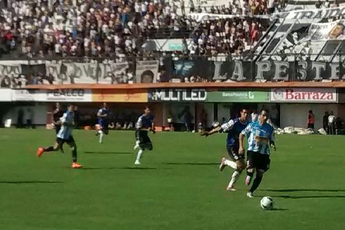Nacional B - Martín Prost marcó el primer gol para el triunfo de Juve en Floresta.