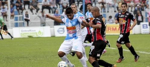 Nacional B - Con Martín Prost en el banco, Juventud Unida cayó ante Chacarita.