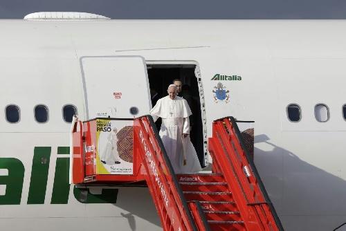 """Papa Francisco: """"Es doloroso que pase por arriba y no aterrice"""", dijo el Episcopado"""
