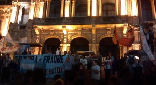 Tucuman: En la Plaza de la Independencia, la gente celebró el fallo judicial contra el fraude