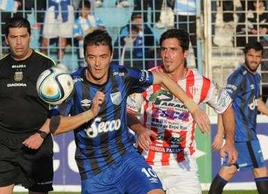 Nacional B - Choque de punteros con Leo González titular.