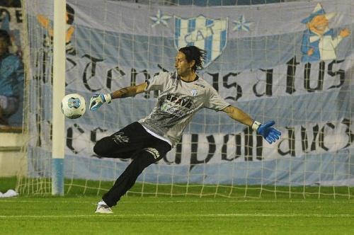 Nacional B - El decano tucumano sufriendo, empató y sostiene la punta.