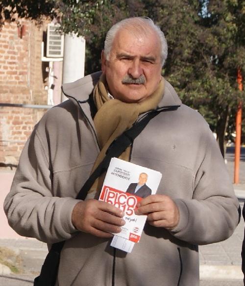 """Jorge """"pico"""" Capotosti: el candidato progresista recorrió construcciones de viviendas municipales de la región"""