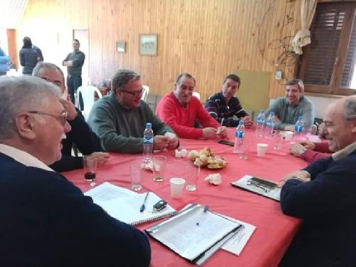 Reunión de intendentes y dirigentes de la UCR de la región con el senador Lopez