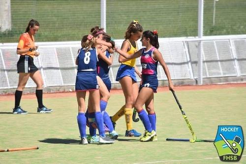 Hockey Femenino - El Cef 83 Sub 16 goleó a Sarmiento de Junín en Bahía Blanca.