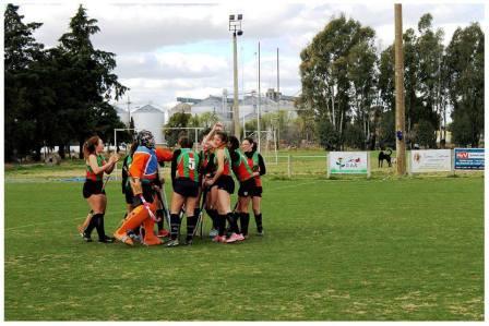 Hockey Femenino - Independiente de Puán goleó en el comienzo del Torneo en dos categorías.